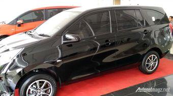 Появились новые фотографии компактвэна Toyota Calya