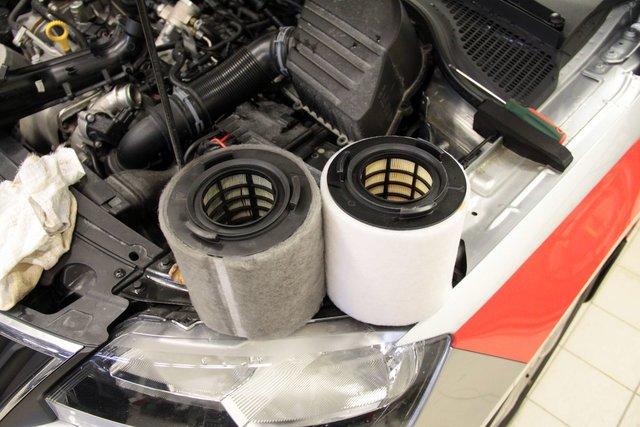 Замена воздушного фильтра на шкода рапид