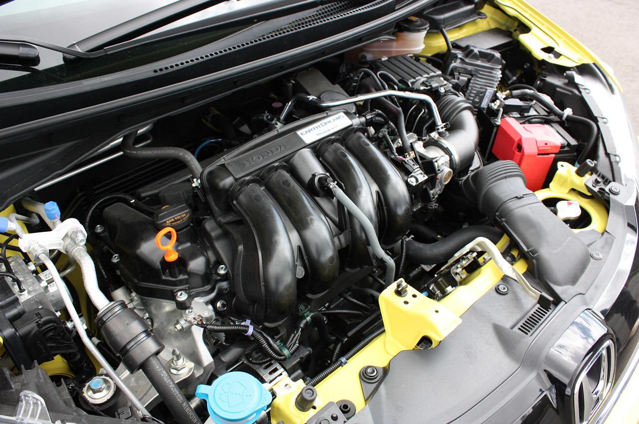 Honda Fit 2015 - двигатель!