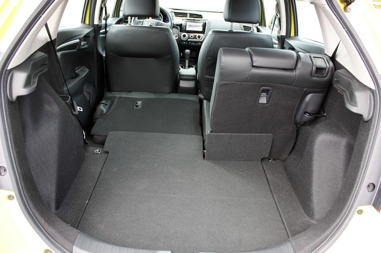 Honda Fit 2015 - багажник!
