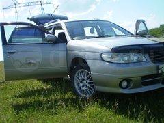 Nissan Avenir Salut, 1998