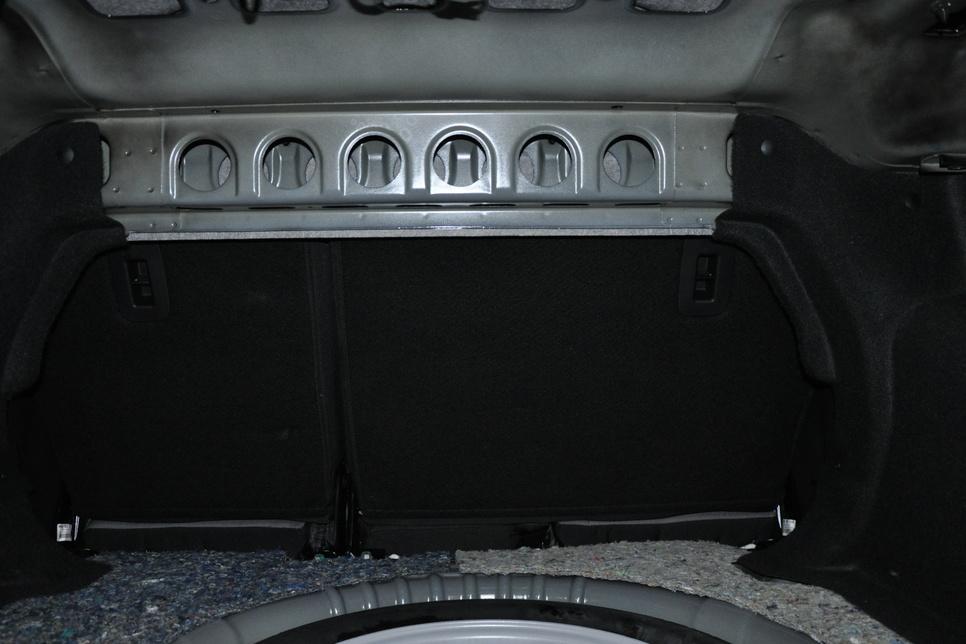 На встречах многие спрашивают: что означают такие формы в распорке багажника? А что по этому поводу думаете вы?