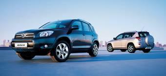 Плохие дороги РФ являются причиной срабатывания датчиков подушек безопасности в Toyota RAV4.