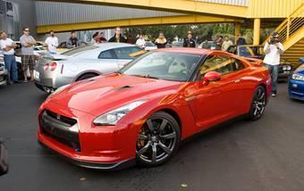 Красный Nissan GT-R R35 понравился американцам.