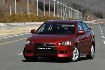 """Полноприводный вариант исполнения Mitsubishi Lancer X оснащается двигателем объемом 2,0 л (150 л.с.), 5-ступенчатой МКПП либо вариатором и многорежимной полноприводной трансмиссией """"On demand 4WD"""" с электронным управлением и автоматическим подключением заднего привода при пробуксовке передних колес."""