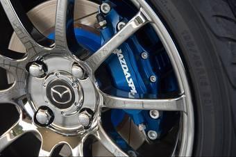 На всех автомобилях от Mazdaspeed устанавливаются 10-спицевые литые диски.
