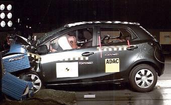 Mazda2 проходит краш-тест Euro NCAP на лобовое столкновение.