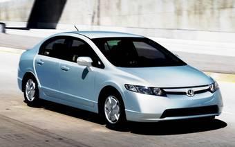 В отличие от Toyota Prius, по внешнему виду Honda Civic Hybrid нельзя однозначно определить тип силовой установки автомобиля.