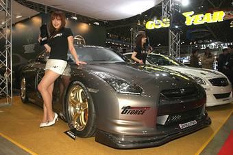 Несколько компаний представили свои версии Nissan GT-R на тюнинг-шоу в Токио, однако пока до настроек двигателя никто не дошел.