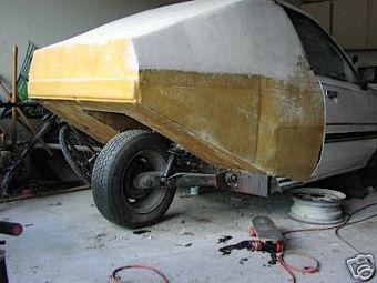 Тормоза на заднем колесе этого трехколесного транспортного средства еще не установлены.