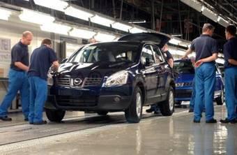 Английские рабочие завода Nissan к концу года смогут работать в три смены и собирать еще больше кроссоверов Nissan Qashqai.