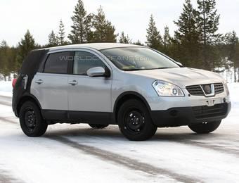 Авто-папарацци сделали несколько снимков 7-местной версии Nissan Qashqai, проходящей тесты в зимних условиях.