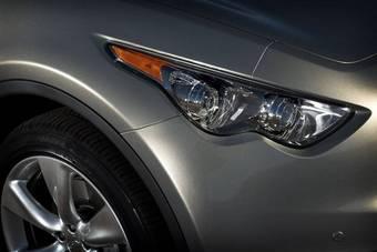 Передняя правая фара нового поколения кроссовера брэнда Infiniti серии FX.