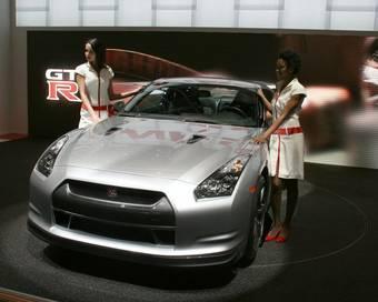 Стенд с Nissan GT-R на Женевском автосалоне.