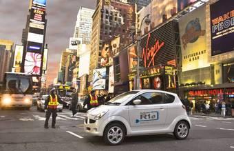 Японский электромобиль Subaru R1e уже побывал на знаменитой площади Таймс-Сквер в Нью-Йорке.