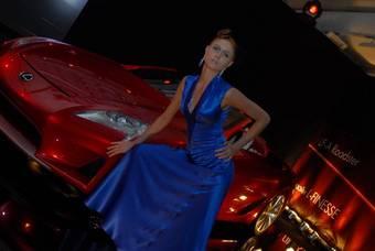 Lexus LF-A Roadster и модель в платье от Макса Черницова.