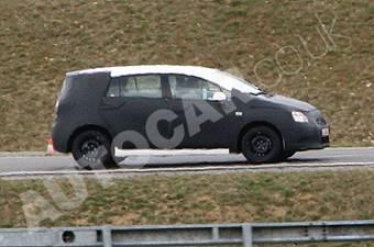 Toyota Corolla Verso нового поколения проходит тестовые испытания.