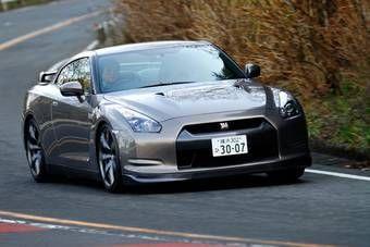 Nissan GT-R в стандартной модификации со стандартными для японского рынка покрышками прошел «Северную Петлю» Нюрбургринга за 7:29.