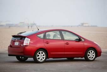 В США подорожали автомобили марок Toyota и Lexus. Больше всего поднялись цены на гибридные модели, такие как Prius, Camry Hybrid и Highlander Hybrid.