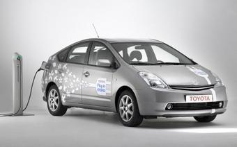 В следующем году Toyota выпустит несколько новых автомобилей с гибридными силовыми установками. Но вот использование литий-ионных аккумуляторов на машинах такого типа начнется лишь с 2010 года.