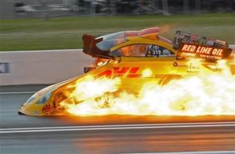 Во время квалификационного заезда на дрэгстере Скотта Калитты загорелся двигатель.