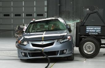 Уровень безопасности автомобиля Acura TSX оценен специалистами организации IIHS как наивысший.