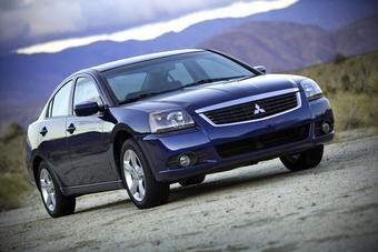 Американский Mitsubishi Galant недавно был обновлен, но даже этот факт существенно не увеличил спрос на модель, поэтому появилась необходимость в снижении ее производства.