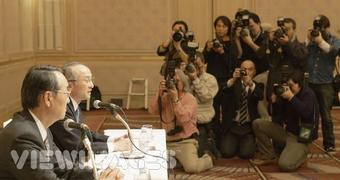 Компания Toyota приобрела дополнительный пакет акций концерна FHI. (На фото президент компании Toyota господин Ватанабэ Кацуаки и президент FHI господин Такэнака Кёдзи на пресс-конференции в 2006 году).