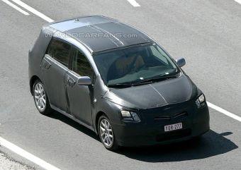 Минивэн Toyota Verso проходит дорожные тесты.