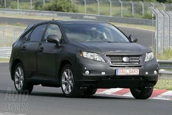В Интернете появилась очередная серия шпионских снимков нового поколения Lexus RX.
