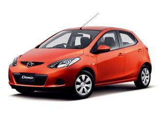 Mazda Demio в комплектации 13C-V (передний привод, двигатель объемом 1,3 л, бесступенчатая трансмиссия).