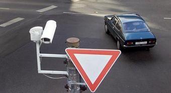 Камеры видеонаблюдения, установленные на автодорогах, за первые 15 дней в июле зафиксировали около 1 732 случаев нарушения ПДД. Фото Autonews.ru.