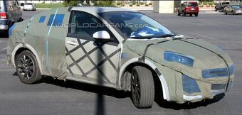 Авто-папарацци предполагают, что под этим камуфляжем скрывается новая Mazda3.