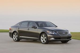 Lexus LS 600h L Pebble Beach Edition будет выпущен в количестве 50 экземпляров.