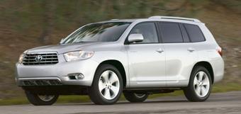 Новая модификация Toyota Highlander с 2,7-литровым двигателем будет выпущена из-за того, что в США резко увеличились цены на топливо.