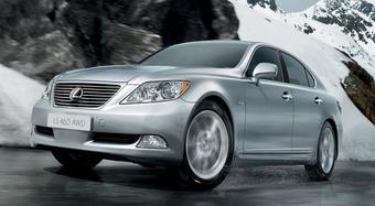 Lexus представит на автошоу в Москве полноприводную модификацию седана Lexus LS 460.