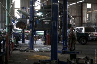 Range Rover Артема Лебедева вышел из строя после прохождения федеральной трассы Чита-Хабаровск: сломался один из кронштейнов для крепления двигателя.