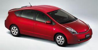 Toyota Prius в комплектации S стал на $668 дороже.