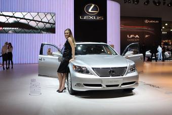 На Московском автошоу прошла мировая премьера полноприводной версии седана Lexus LS 460.