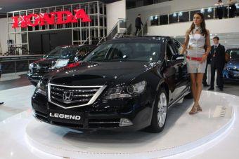 Главное событие на стенде компании Honda — европейская премьера обновленного флагмана модельного ряда компании седана Honda Legend. Продажи этой версии автомобиля в России начнутся в октябре этого года.