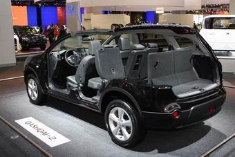 На Московском автосалоне 2008 Nissan наглядно показал, чем Qashqai+2 отличается от своей базовой модели.