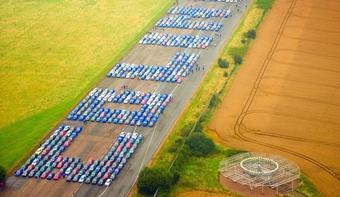 Рекордное количество автомобилей марки Subaru собралось в Англии, чтобы почтить память чемпиона мира по ралли (WRC) 1995 года знаменитого гонщика Колина Макрэя.
