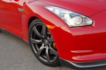 Nissan утверждает, что самый быстрый круг Нюрбургринга на Nissan GT-R был сделан с использованием стандартных шин.