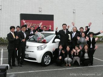 Ежегодно присуждаемое японскими журналистами звание «Автомобиль года» было отдано микро-кару Toyota iQ.