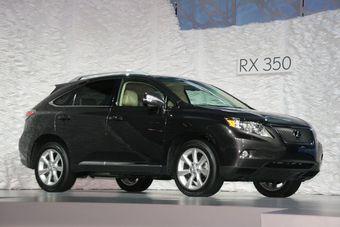 Третье поколение кроссоверов Lexus RX350 и Lexus RX450h представлено в США.