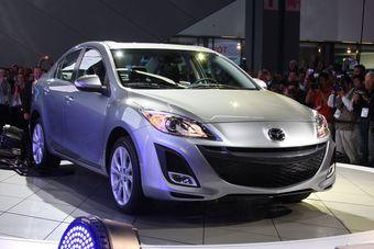 Седан Mazda3 на автошоу в Лос-Анджелесе.