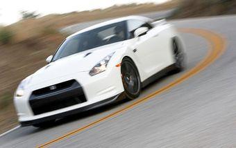 На суперкары Nissan GT-R для рынка США больше не будут устанавливать систему, помогающую водителю осуществить максимально быстрый старт.