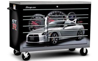 Ящик для инструментов в стиле Nissan GT-R.