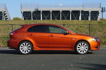 В Японии стартовали продажи хэтчбэка Mitsubishi Galant Fortis Sportback.