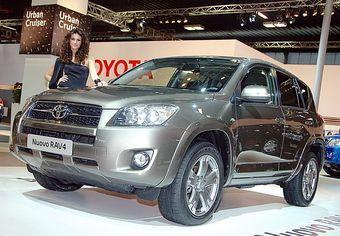 В Италии проходит автошоу, на котором представлены обновленные модели Toyota RAV4 и Toyota Yaris.